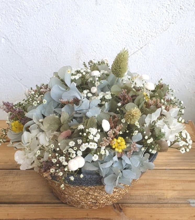 Cesto de flores floristería Oasis Cartagena Murcia